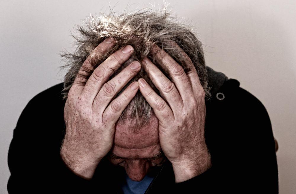 """Varones viven enfermedades mentales en silencio; temen perder su """"hombría"""""""